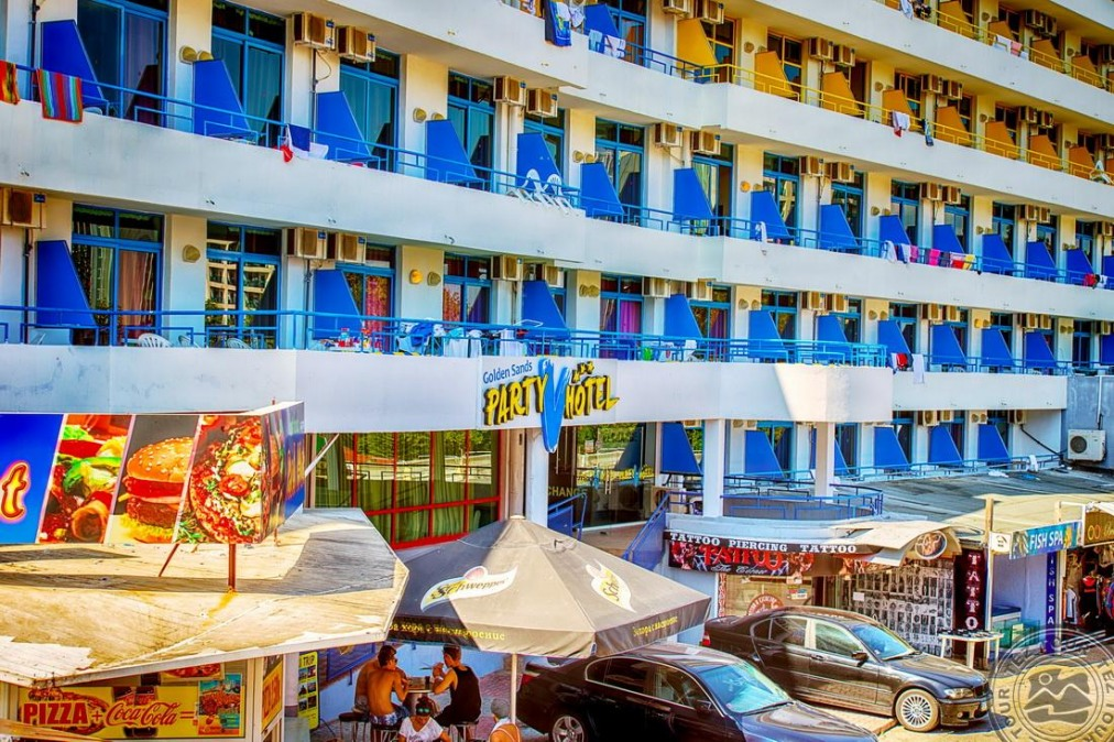 PARTY HOTEL GOLDEN SANDS 3*