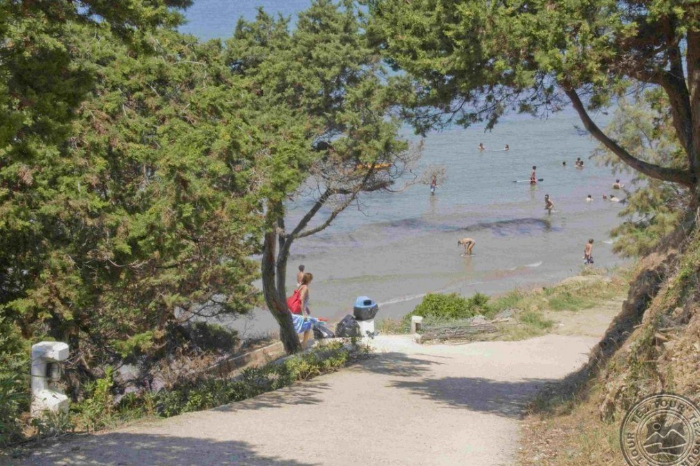 FOURNIA BEACH 3 *